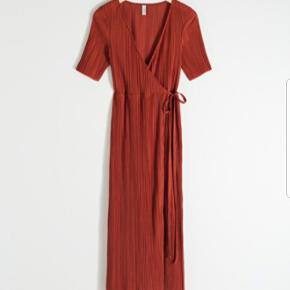 Super fin sommer kjole i en rust-rød farve☀️  Fejler intet, blot et fejlkøb