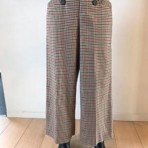 Sælger disse lækre bukser fra ZARA - BYD! :-)