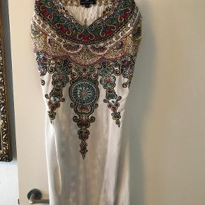 Vildt flot tynd sommer kjole, med perle på Flot udover et par jeans  Pris er ekskl fragt