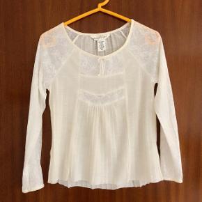 H&M romantisk råhvid bluse str 134-140 cm .