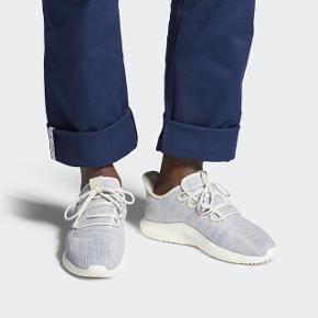 Adidas tubular shadow ck. Stadig i kasse med mærke på. Desværre for store til mig de er en str 40 2/3. Nyprisen var 650