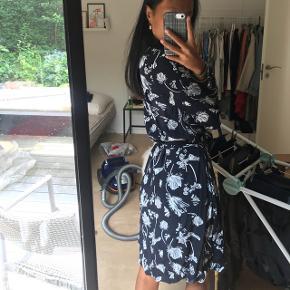 Super smuk kjole som jeg aldrig har fået brugt, Np var 800kr