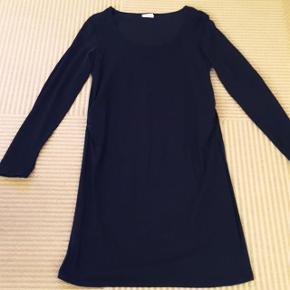 Mamalicious sort kjole str L. Matr 2% bomuld og 8% elastan . Dejlig blød