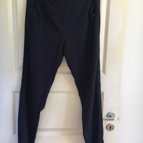 Rigtig fine bukser fra Custommade. Tråden er lidt gået op på et stykke mellem benene, men der er ikke hul.   Byd endelig - jeg vil meget gerne sælge.   Kan også hentes i Sydhavnen.