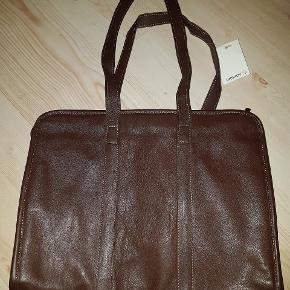 Ny mørkebrun taske/ Ladies breifcase Super fint og klassisk.