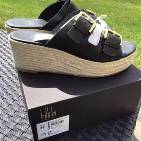 Helt nye sandaler fra Billibi Stadig med mærke, ligger i original æske  Jeg bytter ikke  Sælges for for 500 kr