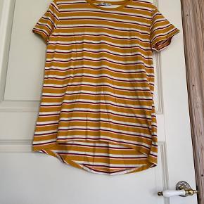 Stribet t-shirt fra Zara.