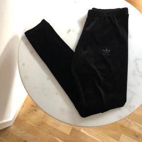 Velvet Adidas tights Size UK 8 / EU S