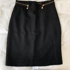 Et ældre pencil skirt fra Stine Goya i uld. En lille smule nuller på siderne som måske kan ses på billedet. Giv et bud. #30dayssellout