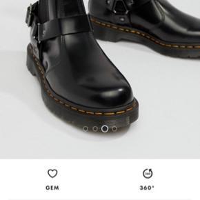 De fedeste dr martens støvler. Brugt få gange og sælges, da de er for store.