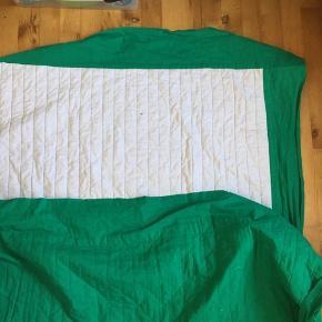 To sengetæpper til enkeltsenge, til gæsteværelset eller børneværelset. Farven er grøn som det første billede.