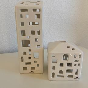 Kähler huse. Sælges samlet. Det lille hus fejler intet. Det store hus har revner på flere af siderne. Se billedet.