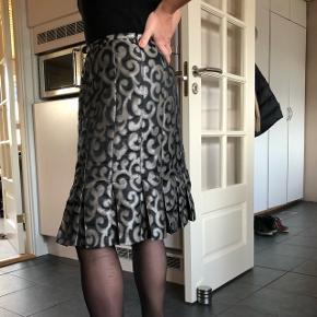 Super flot nederdel som jeg desværre ikke kan passe mere