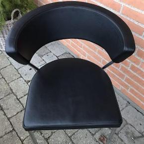 6 x spisestue stole. Købt i idémøbler og er blevet velholdt med læderpleje.