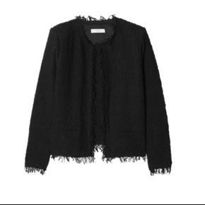Sælger min IRO boucle jakke, da jeg ikke har fået den brugt mere end meget få gange. Den fremstår som ny og fejler derfor intet. Nypris var 2500 kr.  Jeg er åben for bud så længe det er realistisk.  Køber betaler porto ellers kan den afhentes i København på Nørrebro.  Jeg sender gerne billeder af min egen :)