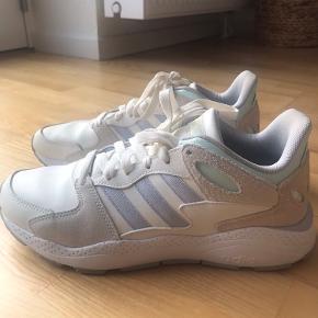 Adidas ortholite float sneakers. Str. 41, svarer til en 40. BYD