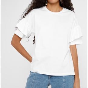 Hvid T shirt fra Envii i str S. Aldrig brugt og fejler derfor intet.🌞