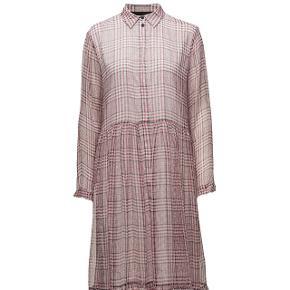 Skøn kjole i silke - Archie shirt dress - fra Designers Remix. Købt her på trendsales men har desværre ikke fået den brugt. Rigtig fin stand. Størrelsessvarende.