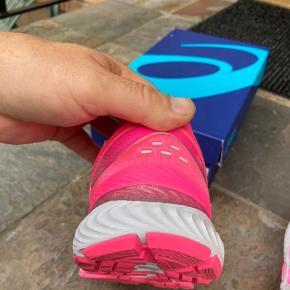 Nimbus 22 brugt én gang på en lille tur på 11 km i tørvejr.  Så skoen er som helt ny 😊 Sælger for min søster