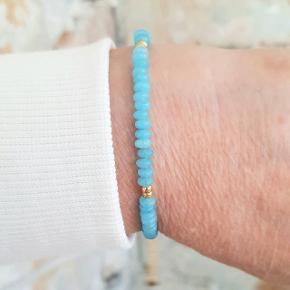 ❤🥰 SMUKT PERLEARMBÅND 😍🙂  PRISEN ER KUN 149 KR PLUS DAO  Fantastisk flot armbånd i lyseblå jade perler, med ædelstål lås og forlængerkæde.  Det er 16 cm lang + 5 cm forlængerkæde