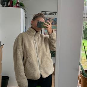 Beige jakke fra Weekday - sælges for 165 ✨