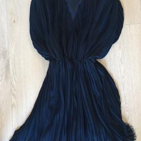 Fineste tungt faldende kjole, så flot på - brugt et par timer