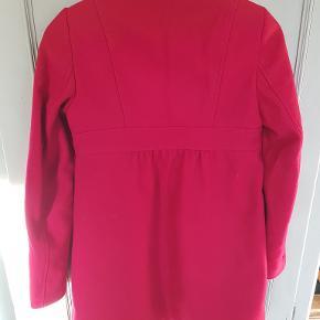 Rød frakke med 80 % lana uld lille størrelse 40 fra Stile Benetton