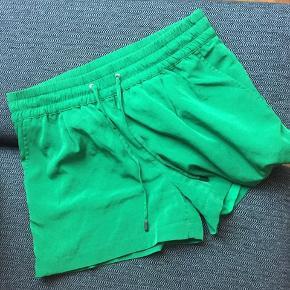 Armani Exchange shorts i flot mørkegrøn stof.  BYD 🌸🌸