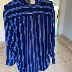 Mads Nørgård skjorte (kan også fungere som kjole) Ingen slid, næsten ikke brugt. Mangler bare at blive strøget💚