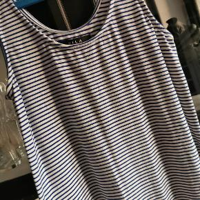 Enkel maxikjole med hvide og blå striber.  #tuesdaysellout