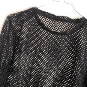 Net bluse, brugt enkelte gange og er som ny :)