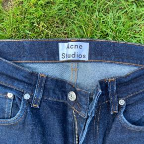 32/32  ACNE  Slim fit