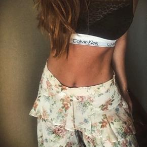 Sejeste blomstrede flæse bukser