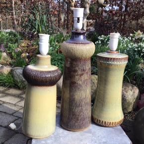 Nok de smukkeste store Søholm lamper jeg har haft i samlingen .. ever!! 😍 I fineste stand funktionsdygtige. Den venstre har nr. 1028 og er 42 cm inklusive fatning med afbryder.  Den midterste har nr. 3031 og er 52 cm inklusive fatning med afbryder. Håndlavet og signeret GHP (Gerd Hiort Petersen). Den højre er 42 cm høj  Pris pr. stk.  1.600 kr.. Kan leveres med mørke fatninger hvis det ønskes og skærmholder.