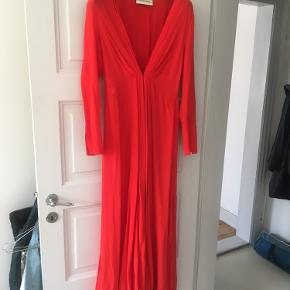 Gulvlang kjole i silke. Kræver en underkjole :) købe betaler fragt