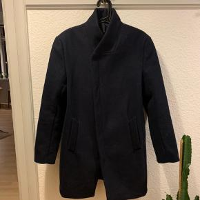 Helt ny frakke fra Minimum. Brugt en enkelt gang. Kom gerne med realistiske bud.