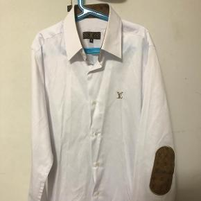 Ægte lv skjorte !!   Byd gerne sælges billigt!!