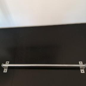 2 stk. GRUNDTAL stænger til køkken eller andet de er begge 59 cm der medfølger 10 kroge med. Er aldrig blevet brugt. Prisen er for begge m. kroge