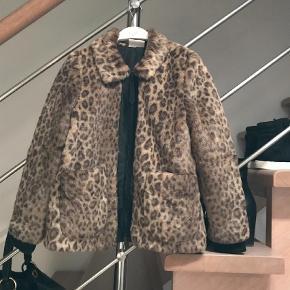Bytter ikke...  Super fed lepard fake pels jakke Farve: Leopard Oprindelig købspris: 1000 kr.
