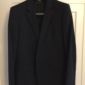 Varetype: Slim fit jakkesæt Farve: Sort Oprindelig købspris: 5000 kr.