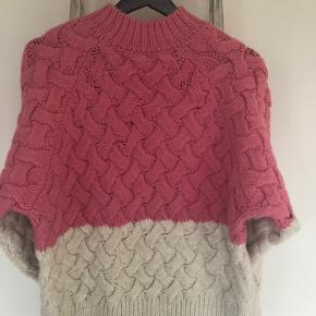Mango suit collection, wool jumper. Neon pink & Ecru, size S. Excellent condition, worn only once.