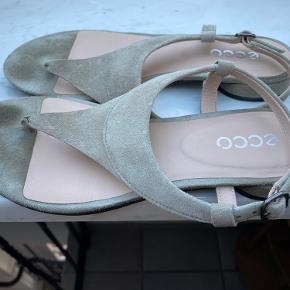 Hej  Jeg sælger mine 2 ECCO sandaler. Brugt meget lidt. 150 kroner pr. par.