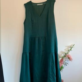 Fineste kjole fra Gestuz! Brugt få gange, så i rigtig god stand 💫