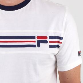 Fila T-shirt til salg. Str S.