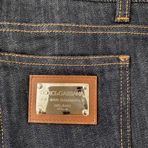 Dolce & gabbana jeans med lige ben og lav talje  Aldrig brugt eller vasket  Bytter ikke