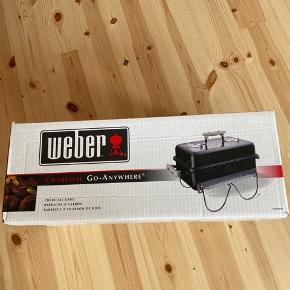 Spritny Weber kulgril  Charcoal go-anywhere Aldrig brugt og stadig i original emballage.  Startsæt med kul og optændingsblokke medfølger hvis det har interesse :)