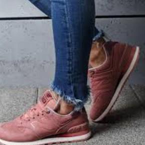 Varetype: Sneakers Farve: Rosa Prisen angivet er inklusiv forsendelse.  Limited edition. Model 574 Sender gerne for 39 Handler mobilepay ellers betaler køber gebyr