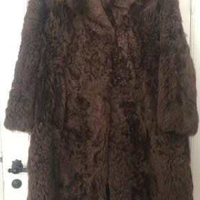 Real fur, bought from a vintage store for 1000 kr. I am selling it for 300kr.  The fur was probably made around the mid 20th so it is very old, but it has no flaws or marks, the fur is thick and warm. ❄️ During all this time the coat was mine, it has kept me warm in Denmark, Sweden and has also traveled to Russia 🙏🏼
