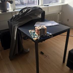 Spisebord sælges Ingen skrammer eller skader, som nyt Beklager det dårlige billede, men det skulle gå stærkt Det er skilt ad, ben fra bord, og står i vores kælder  Hentes i Glostrup