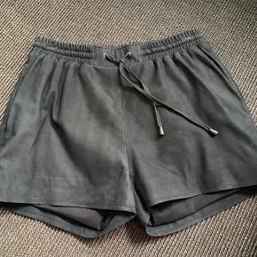 Super fine suede shorts! Meget lidt brugt. 100% læder!
